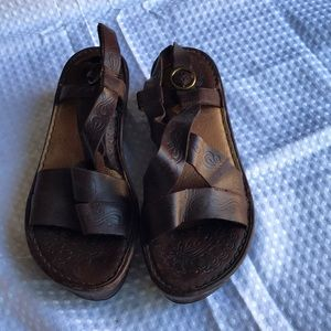 BORN BROWN LEATHER WEDGE SANDAL SIZE 8